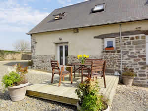 Gite Poppy. 2-bed holiday rental accommodation in Normandy France